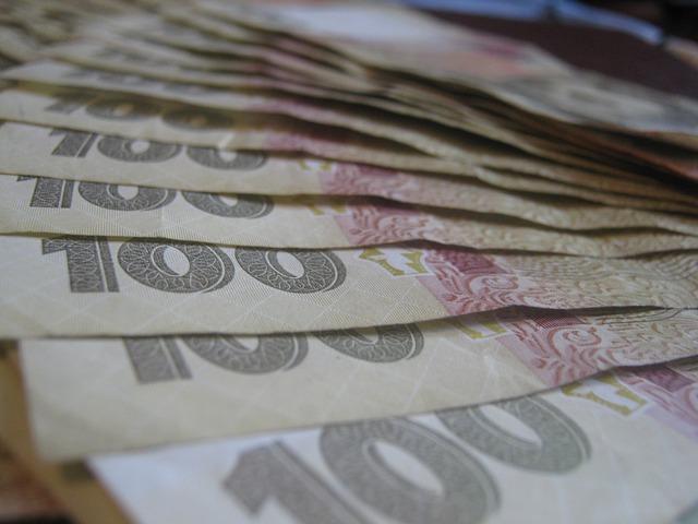 Сколько зарабатывает юрист в Украине